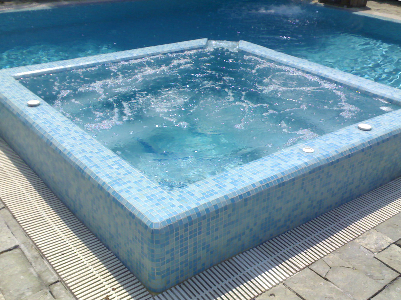 Piscine saune e vasche idromassaggio perpool - Vasca idro da esterno ...